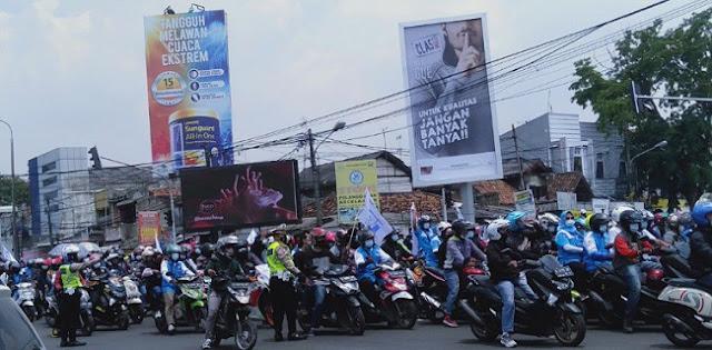 Geruduk Pendopo Kabupaten Serang, Ribuan Buruh Tolak UU Ciptaker Tak Akan Pergi Hingga Ada Jawaban