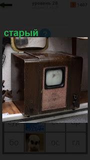 1100 слов стоит старый телевизор с маленьким экраном 28 уровень