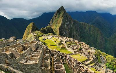 Περού: Τουρίστες βανδάλισαν τον Ναό του Ήλιου