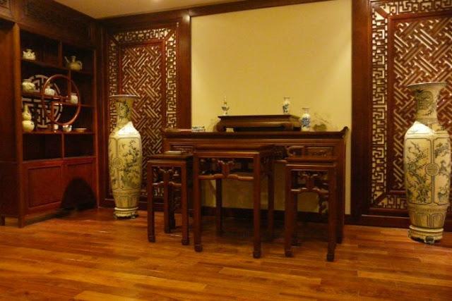 vách ngăn gỗ phòng thờ- mẫu 6