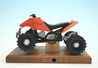 http://www.volkskunst-seiffen.de/Raeuchermotorraeder-aus-Holz-240/Raeucherbike-Quad-in-orange.html