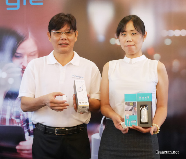 Derrick Ho, the Director of Innergie SEA with Innergie representative at the launch event