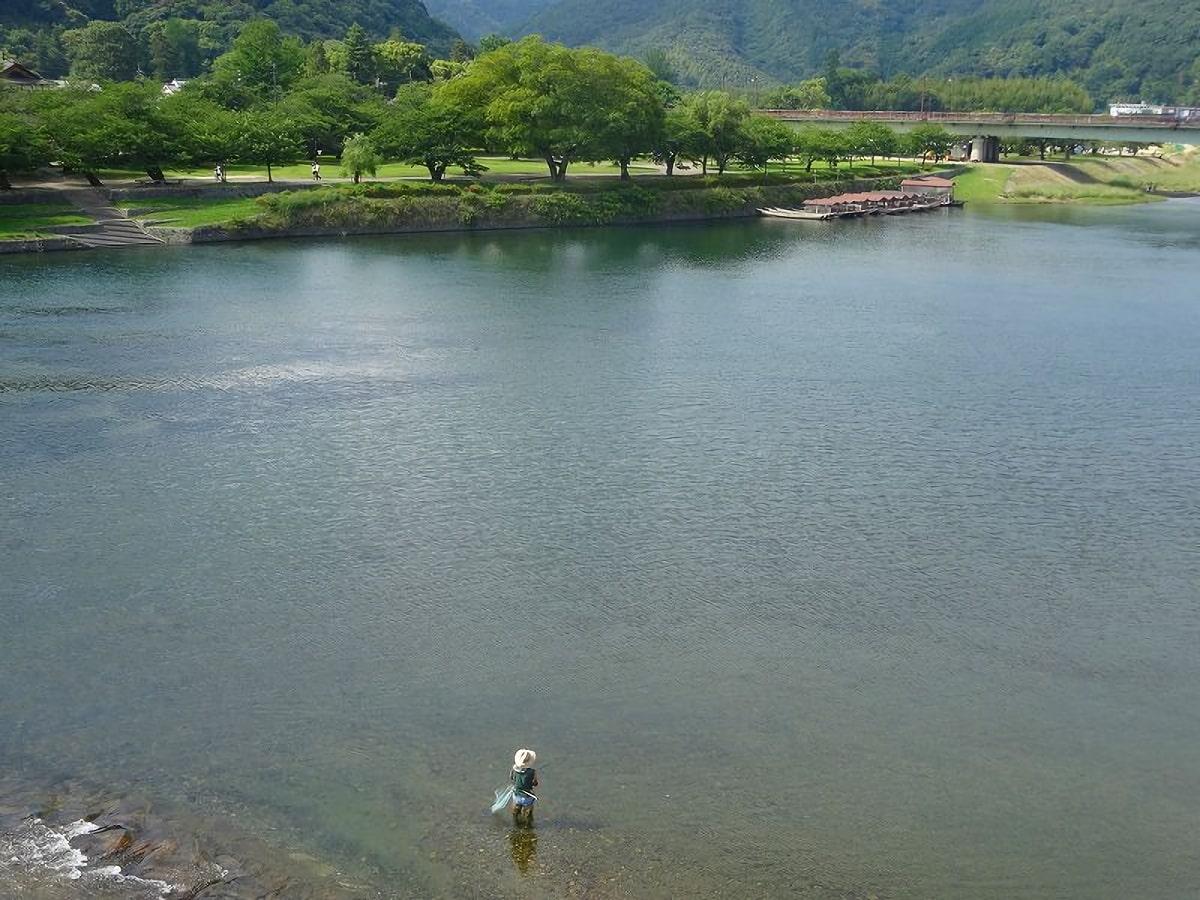 のどかな錦帯橋からは、ゆっくりと釣りを楽しむ釣り人さんも見えました。
