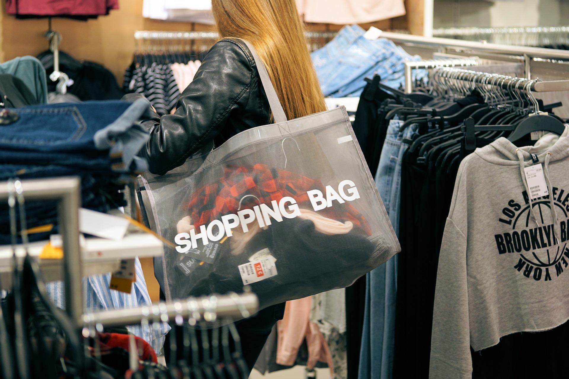 Dlaczego warto kupić bawełnianą torbę na zakupy?