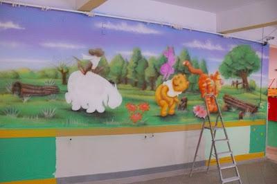 Malowanie sali w przedszkolu, graffiti na ścianie namalowane w sali przedszkolnej