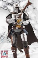 S.H. Figuarts The Mandalorian (Beskar Armor) 19