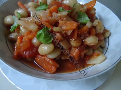 Fasola gotowana z pomidorami