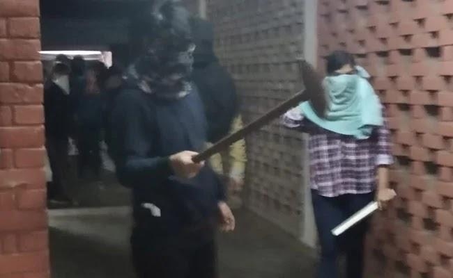 জেএনইউ'তে হামলার ঘটনায় হামলাকারী তরুণীকে শনাক্ত করল পুলিশ