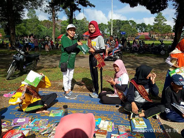 Dukung Gerakan Literasi, Finalis Muli Mukhanai Lambar Kunjungi Lapak Baca