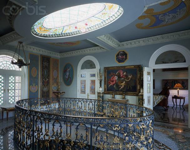 The Devoted Classicist Versace S Casa Casuarina