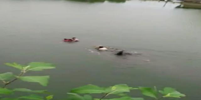 माँ-बेटी को बचाने तालाब में कूद गए 2 हेड कांस्टेबल   RAJGARH MP NEWS