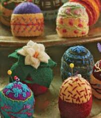 http://translate.google.es/translate?hl=es&sl=en&tl=es&u=http%3A%2F%2Fwww.craftstylish.com%2Fitem%2F945%2Fhow-to-make-pretty-pincushions%2Fpage%2Fall