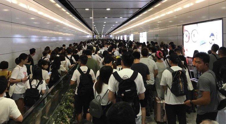 Pengaruh Pawai Besar Hari Ini, 5 Stasiun MTR di Hong Kong Penuh Sesak Dengan Kerumunan Penumpang