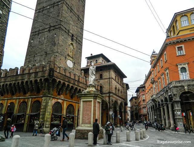Torre Asinelli e Palazzo della Mercanzia, Bolonha