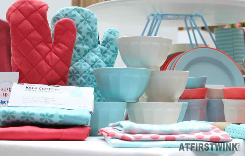 HEMA kitchen items red blue white