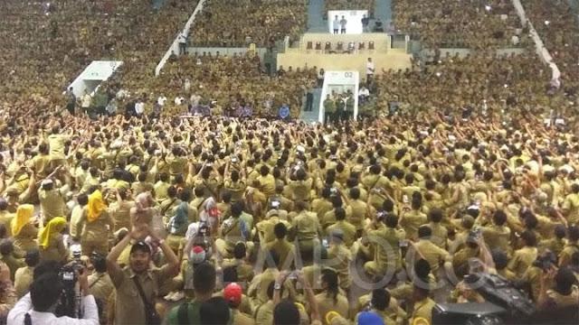 Mendadak Temui Ribuan Perangkat Desa, Jokowi Janji Naikkan Gaji