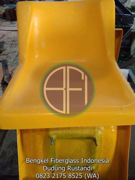 ram set kursi fiber untuk pondasi stadion