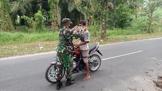Bertebaran Masker Di Jalan Pemuda Sampit Kalteng Oleh Anggotan Denzibang 2/Palangkaraya