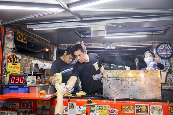 喬治素食漢堡|十大人氣街頭餐車|素食小夜市|全台夜市巡迴|多樣美食選擇