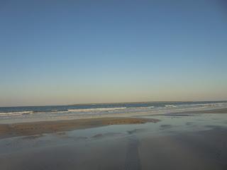 Rahasia Totale, Keindahan Pantai Tersembunyi dan Makam di Tengah Laut