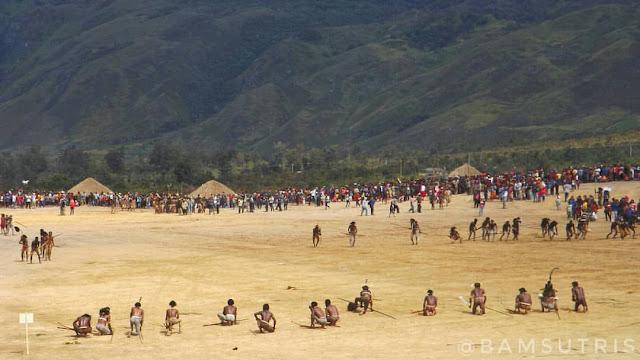 Atraksi perang-perangan di Festival Lembah Baliem 2016