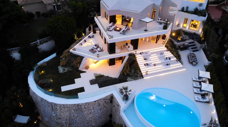 26 Photos vs. Tour El Herrojo Benahavis Modern Villa With Panoramic Views