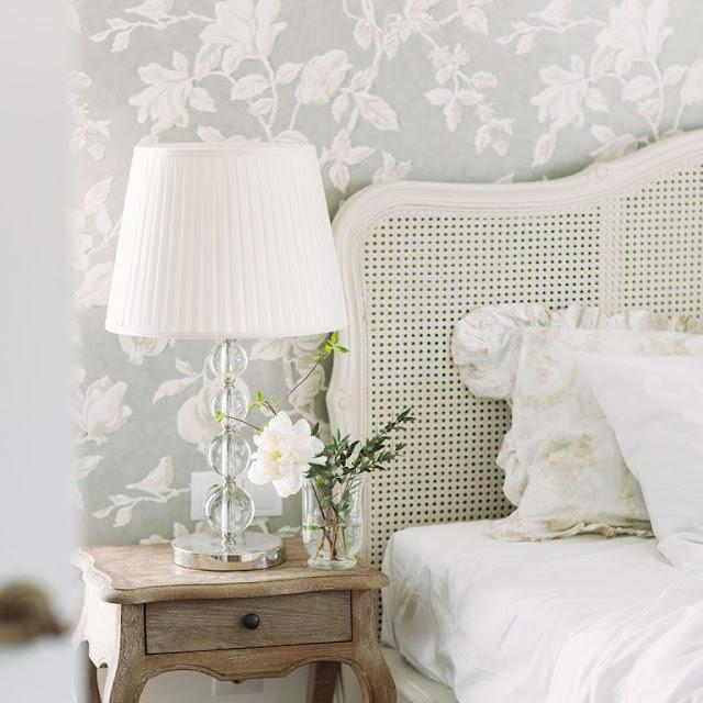 Wallpaper Kamar Tidur Motif Bunga