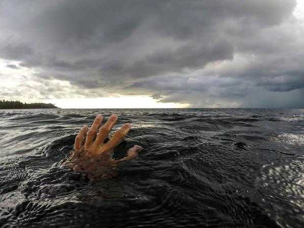 Τραγωδία στη Νέα Πέραμο - Πέθανε στη θάλασσα