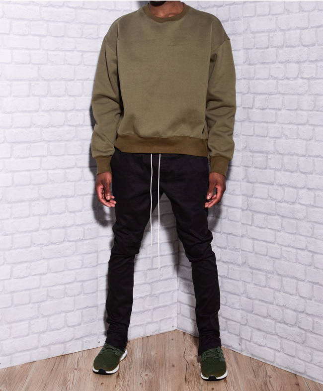 what color goes with olive green shirt
