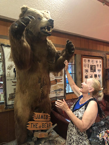 Resident Astronomer Peggy can't help but ham it up with new friend at Tonopah Station (Source: Palmia Observatory)