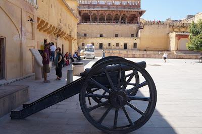 Meriam di benteng Jaipur