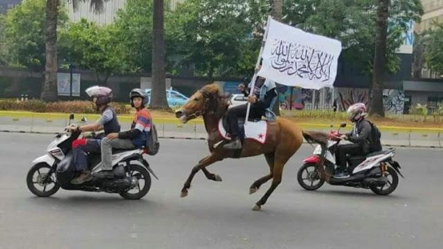 Peserta 212 dari Bogor, Depok, dan Bekasi Berkuda Menuju Monas