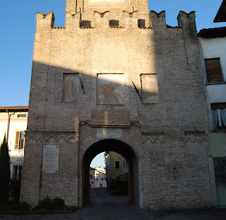 One of the gates that remain from Calvisano's  historic military fortifications