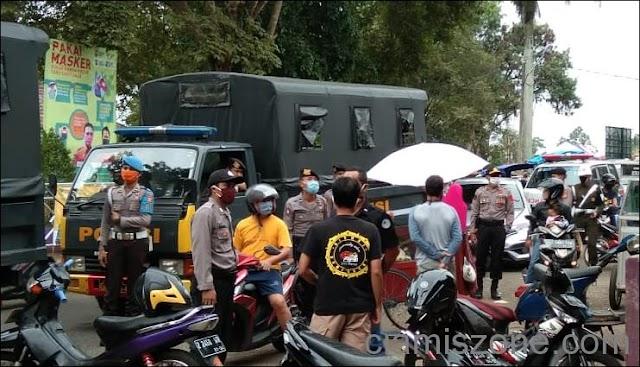 Hari Pertama PSBB, Tolak Tutup Warga Pasar Ciamis Hampir Ricuh