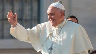El papa pide mayor inclusión con los jóvenes para que tengan un futuro digno