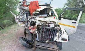 खड़ी कैंपर को ट्रक ने मारी टक्कर, चालक सहित 4 जनों की मौके पर ही मौत