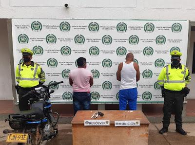 hoyennoticia.com, Armados y en moto capturan presuntos atracadores