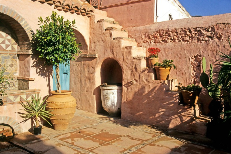 Patio de estilo espa ol spanish patio guia de jardin for Jardin spanish