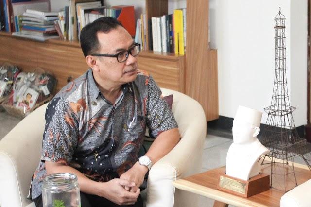 "Gerakan Warga Atasi Pandemi,  Prof. Asep Warlan  Prakarsai : ""Bandung Merdeka Dari Covid-19"""