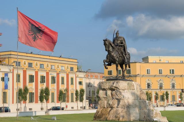 """""""Αλβανικές περιοχές στην Ελλάδα"""" στα σχολικά βιβλία της γείτονος"""
