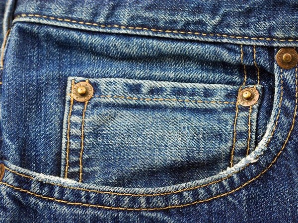 Không phải bao cao su, thế cái túi nhỏ trên quần jean dùng để đựng gì?
