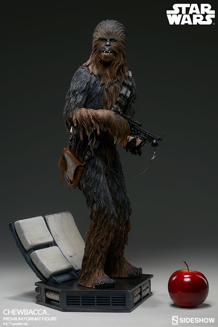 osw.zone Preorder Sideshow Collectibles 23.5 inches high Chewbacca Premium Format ™