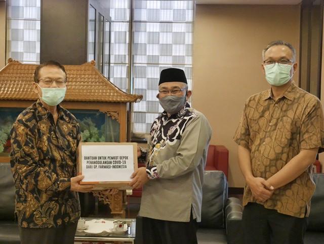 Pemkot Depok Terima Bantuan APD dari G.P Farmasi Indonesia dan GBI