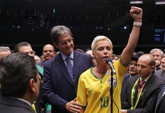 DESEMBARGADOR MANTÉM CRISTIANE BRASIL NO XILINDRÓ