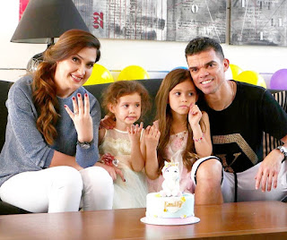 Pepe With Wife And Their Daughters