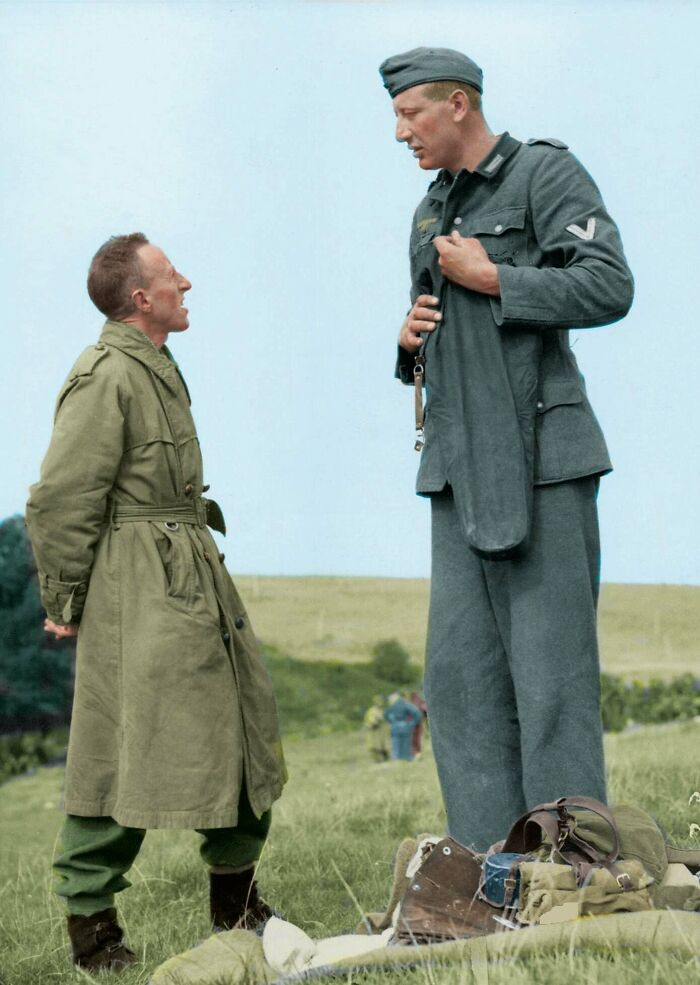 "#20 7'3"" (221cm) Jakob Nacken, The Tallest Nazi Soldier Ever Chatting With 5'3"" (160cm) Canadian Corporal Bob Roberts After Surrendering To Him Near Calais, France In September Of 1944"