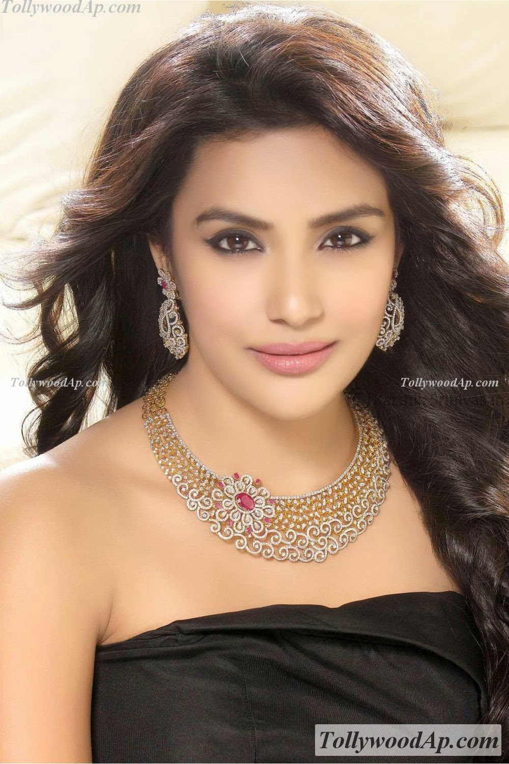 Latest Cute Wallpapers For Mobile Priya Anand High Resolution Wallpapers