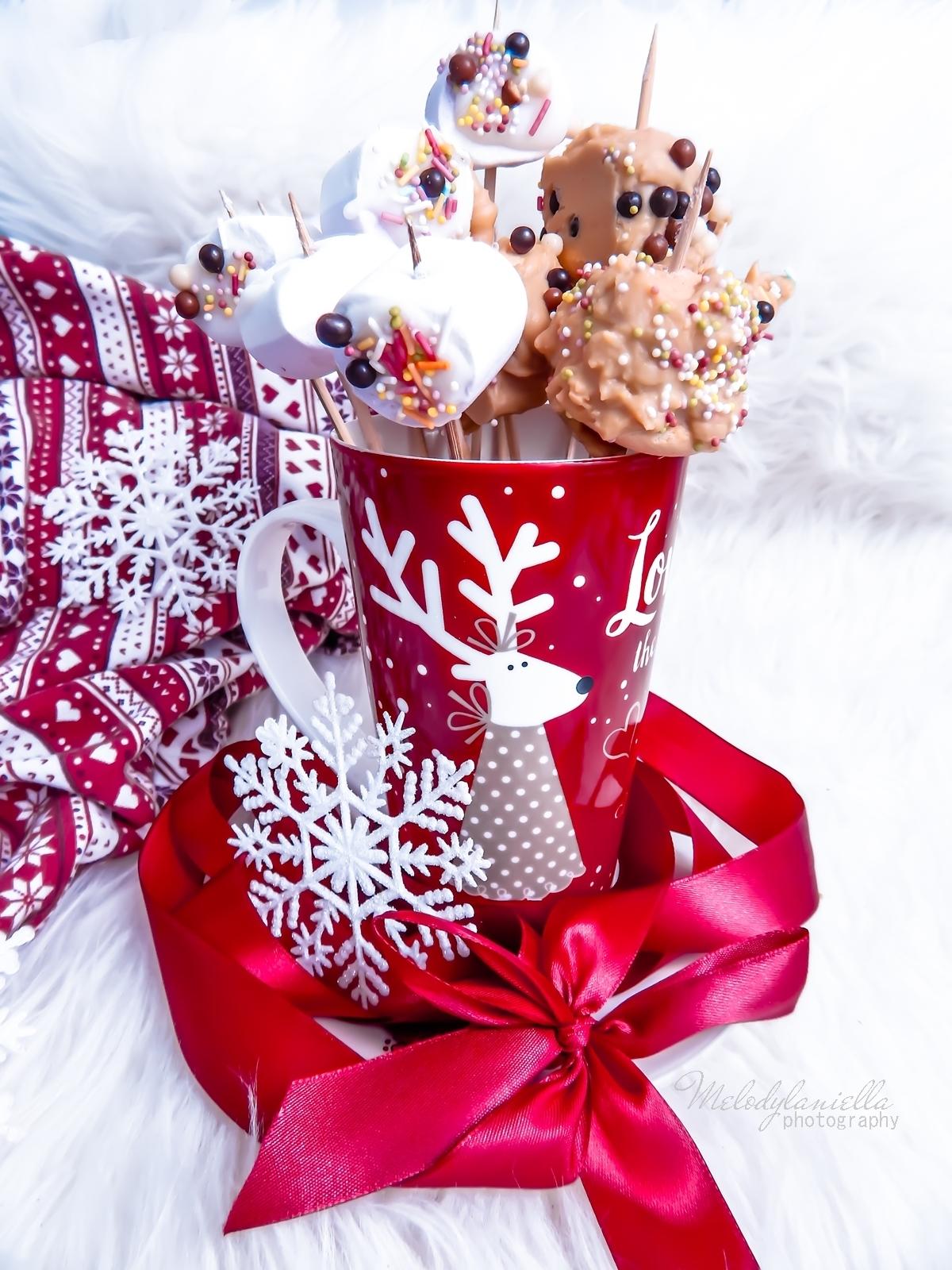 7 szybkie przekąski z pianek jojo, czekolady, banana, swiateczne przysmaki na wykalaczkach efektowne słodycze na Boze Narodzenie zimowe slodkosci melodylaniella