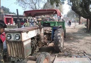 ट्रक ने ट्रैक्टर को मारी टक्कर, बाल-बाल बचे लोग  | #NayaSaberaNetwork