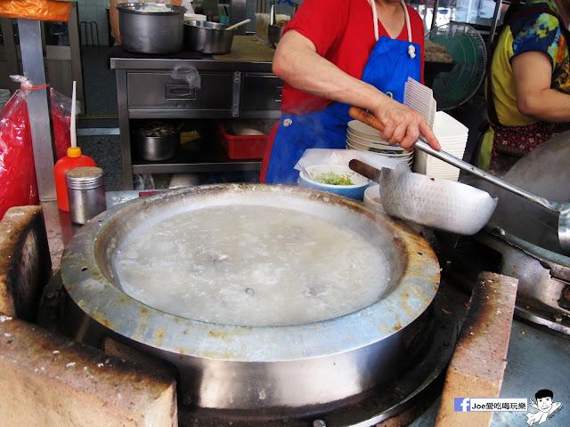 IMG 8700 - 第五市場蚵仔粥│在地人的好口味, 除了蚵仔粥,肉捲、紅燒肉也是必點